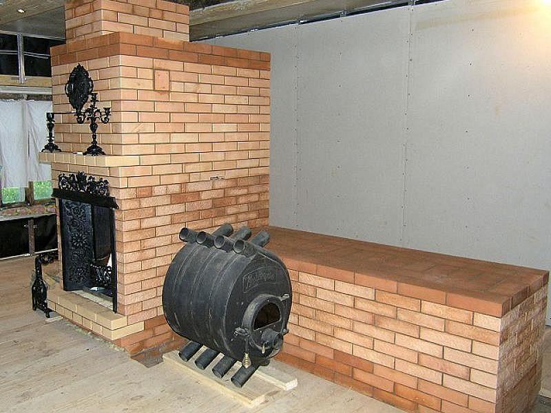 Кирпичная печка с чугунными комплектующими