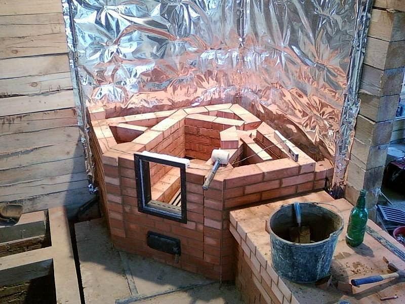 Строительство камина из кирпича в доме из дерева