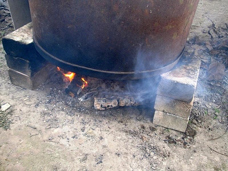 Коптилка из бочки горячего копчения