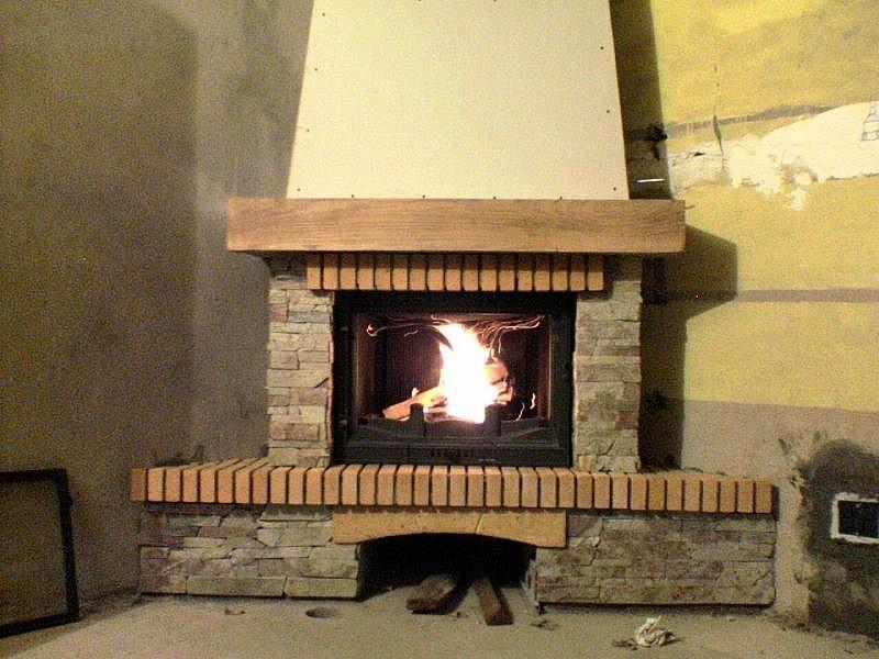 Угловая печь-камин в английском стиле