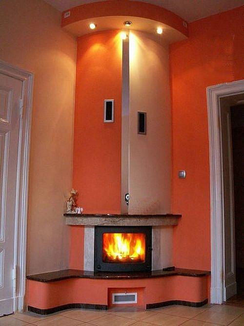 Печка с воздушным контуром отопления, в интерьере частного коттеджа