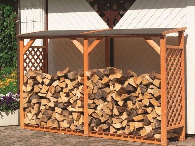 Уличная деревянная дровница