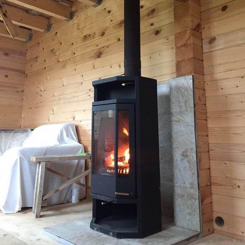 Печь-камин в деревянном доме