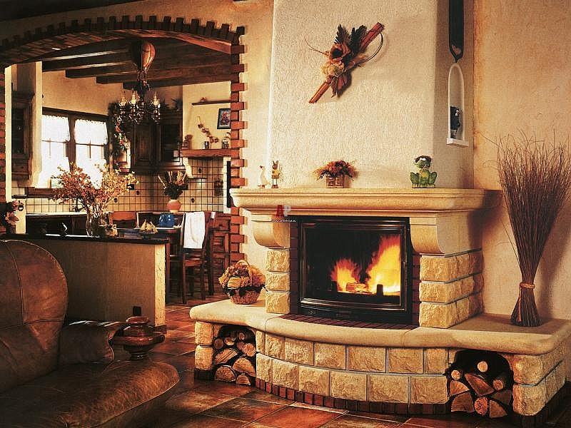 Камин дровяной для большого дома